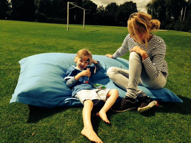 oppas in het amsterdamse park zitzak